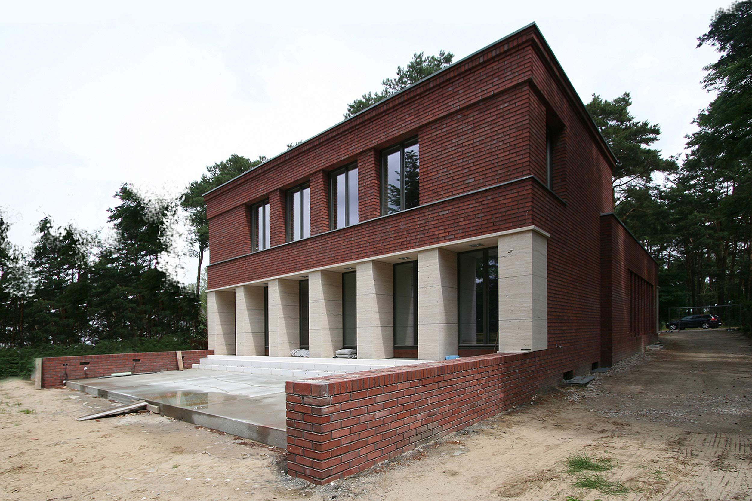Klassisch traditionelles einfamilienhaus aus backstein und for Einfamilienhaus berlin