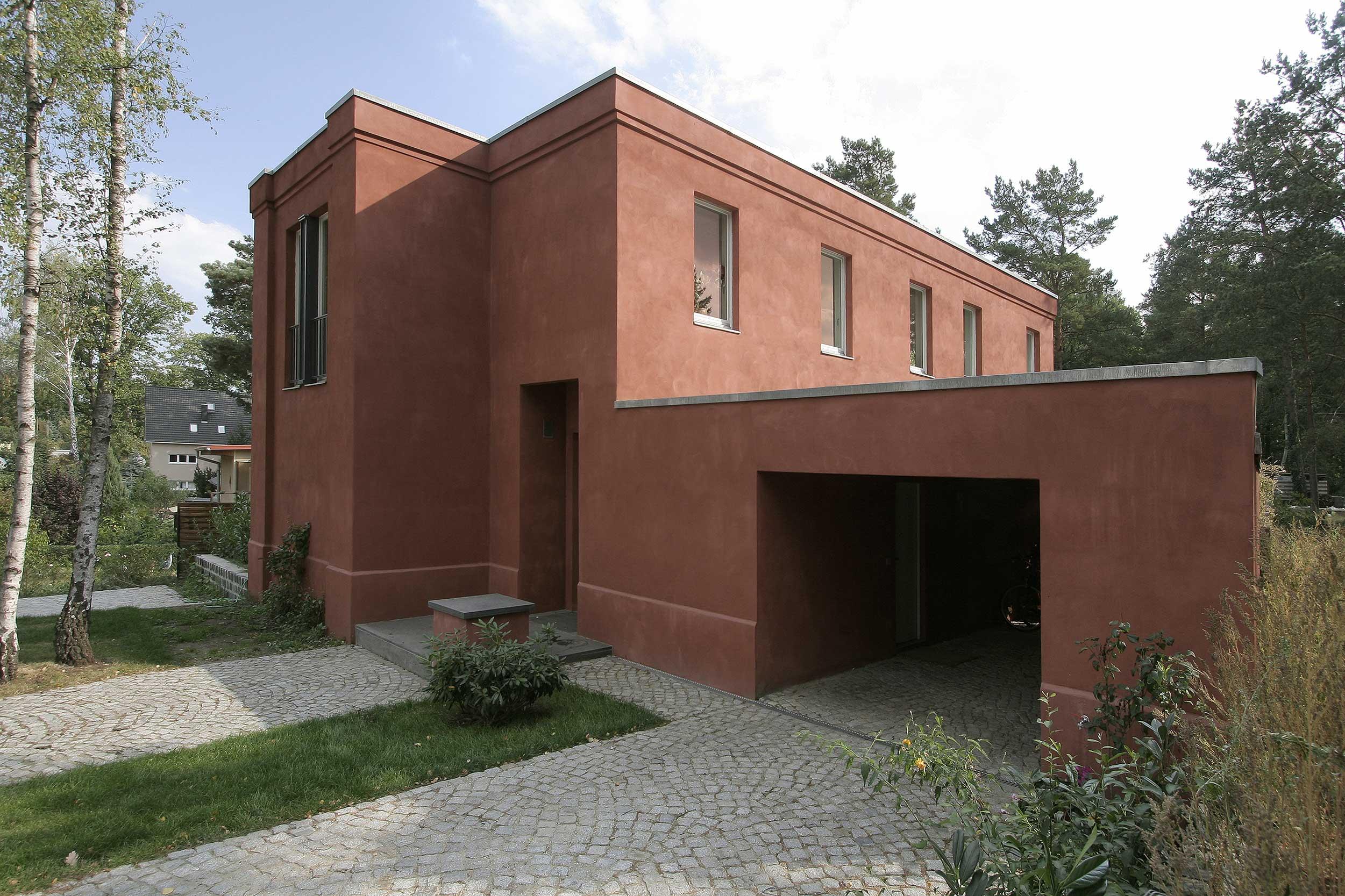 Neubau eines klassischen hauses in bewaldeter umgebung for Haus bauen berlin