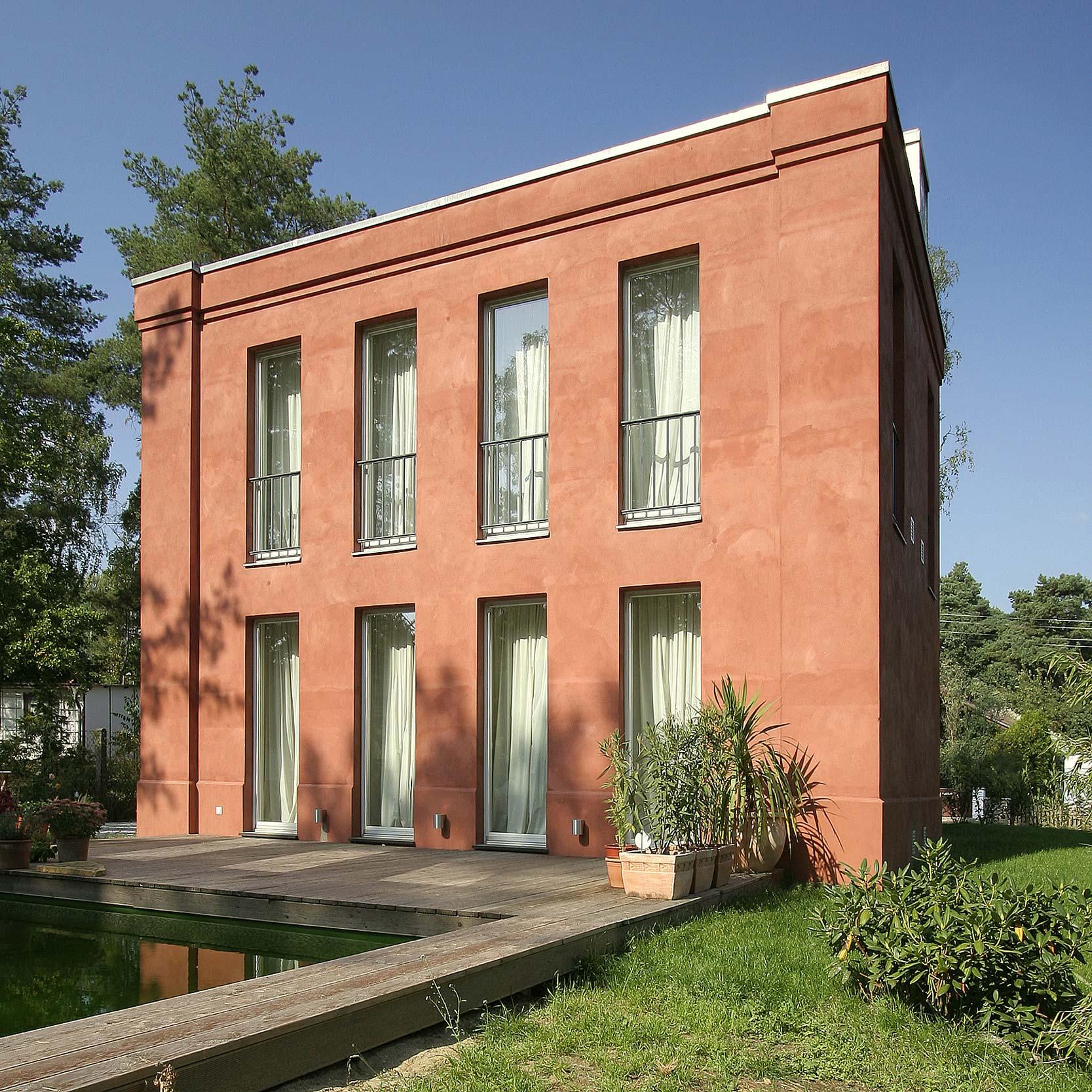 Neubau eines klassischen hauses in bewaldeter umgebung for Klassisches haus bauen