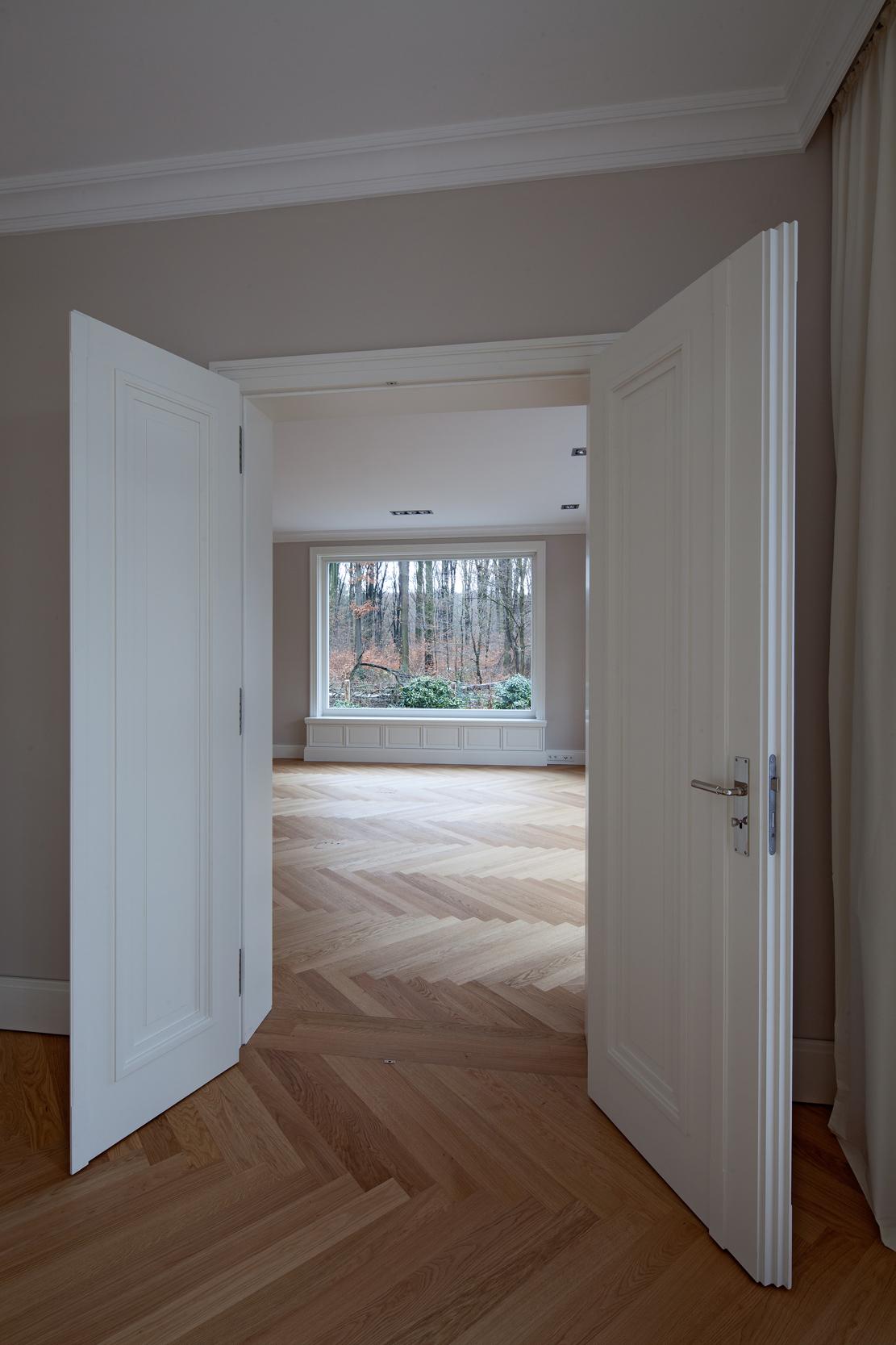 Profilierte Doppeltüren Sonderanfertigung – Neubau klassizistische Villa