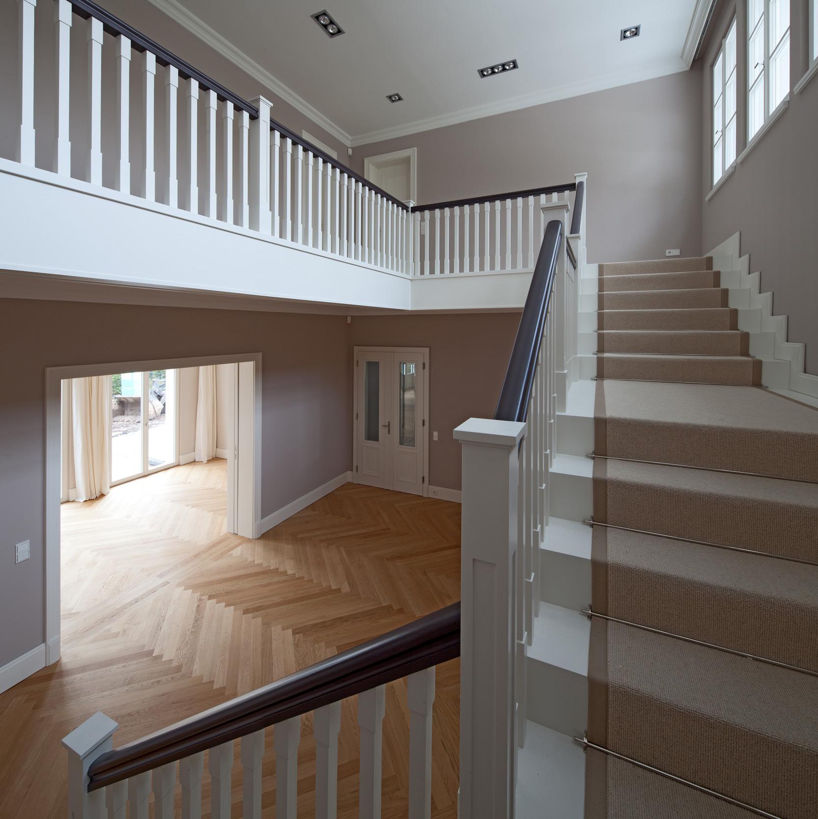 Treppenanlage aus Massiveiche – Neubau einer klassizistischen Villa