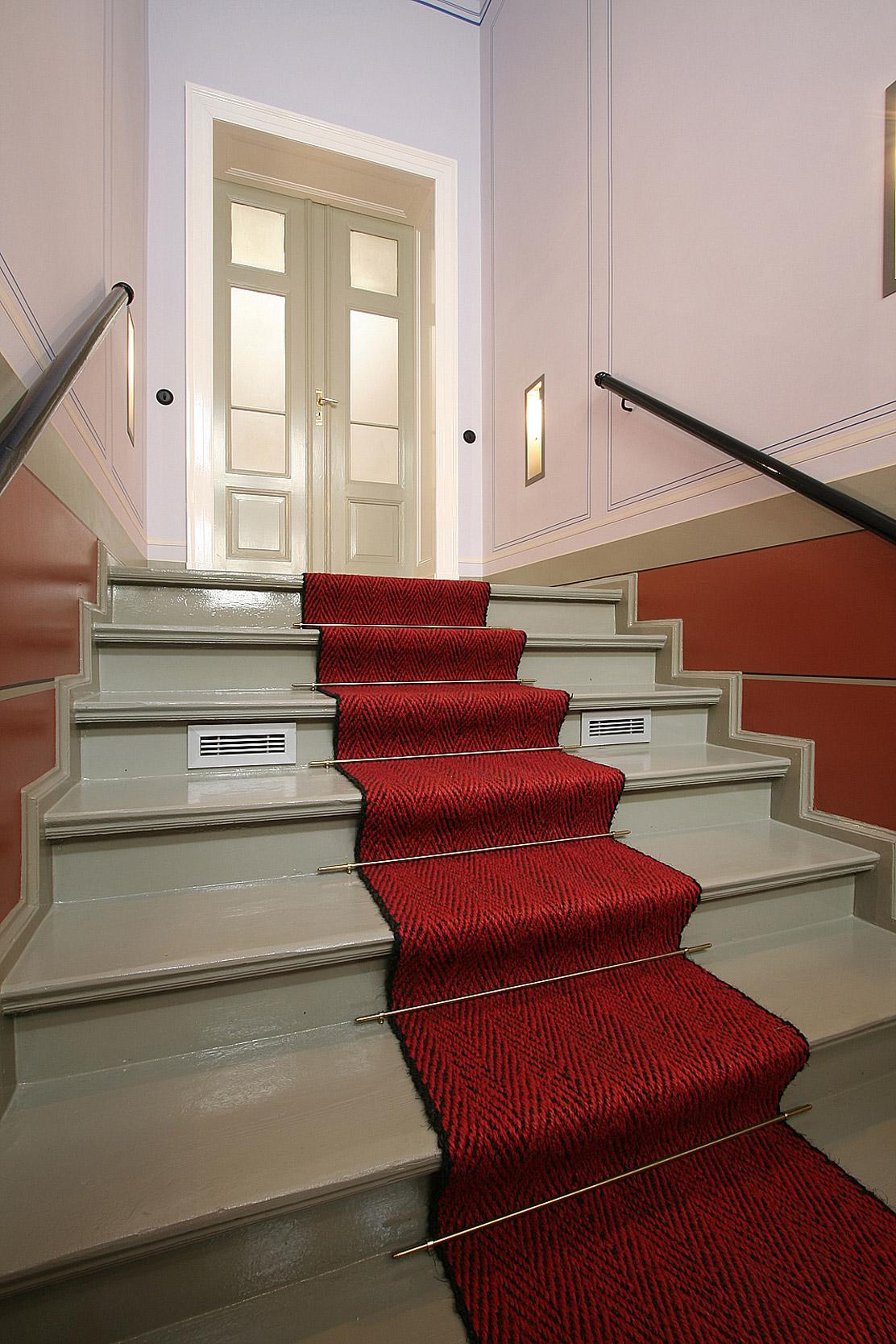 Im Treppenaufgang wurden historische Wandbemalungen wieder original hergestellt.