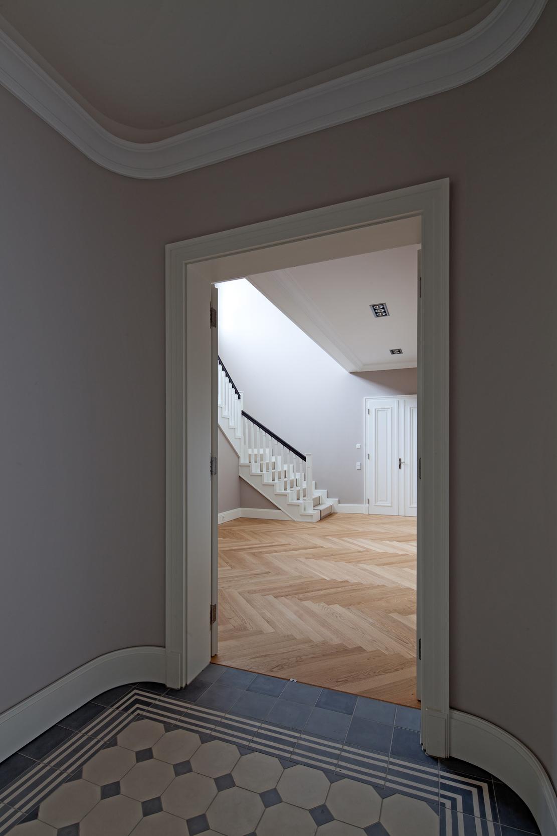 Zementfliesen und Massivparkett – Neubau einer klassizistischen Villa