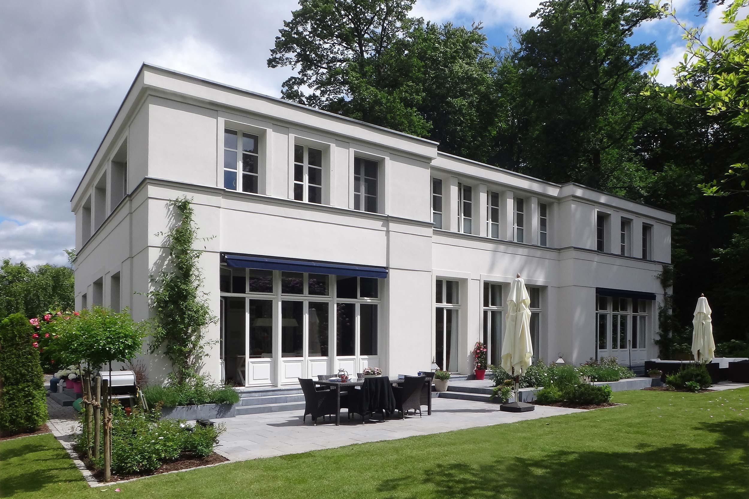 mut zur symmetrie neubau klassizistische villa cg vogel architekten berlin. Black Bedroom Furniture Sets. Home Design Ideas