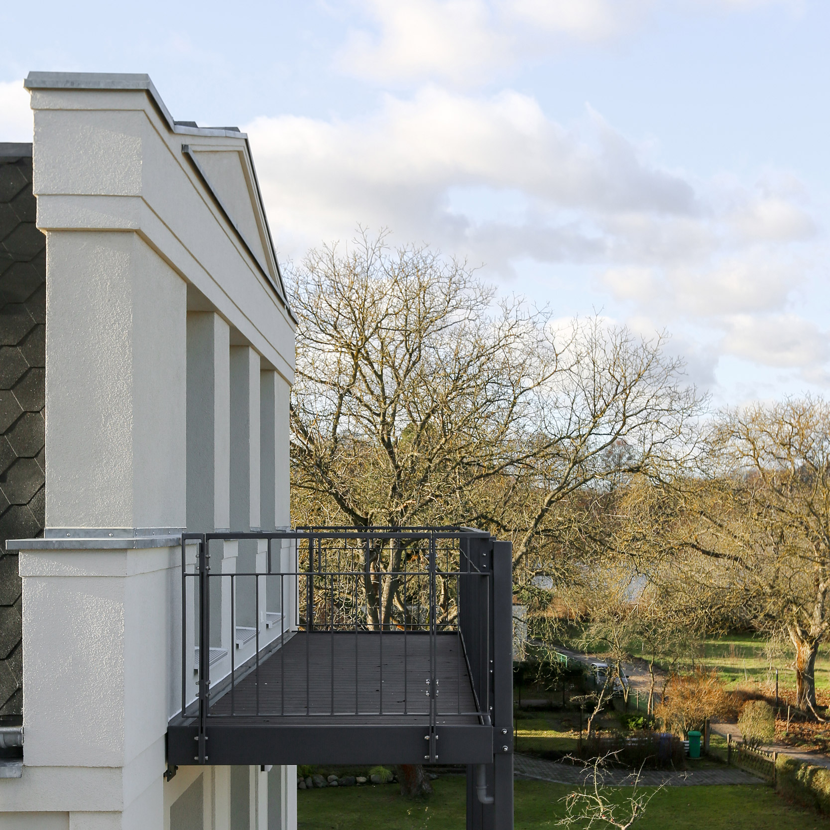 Neubau von Eigentumswohnungen im traditionellen Stil Berlin - Von den Balkonanlagen im Süden hat man eine Aussicht zum See.
