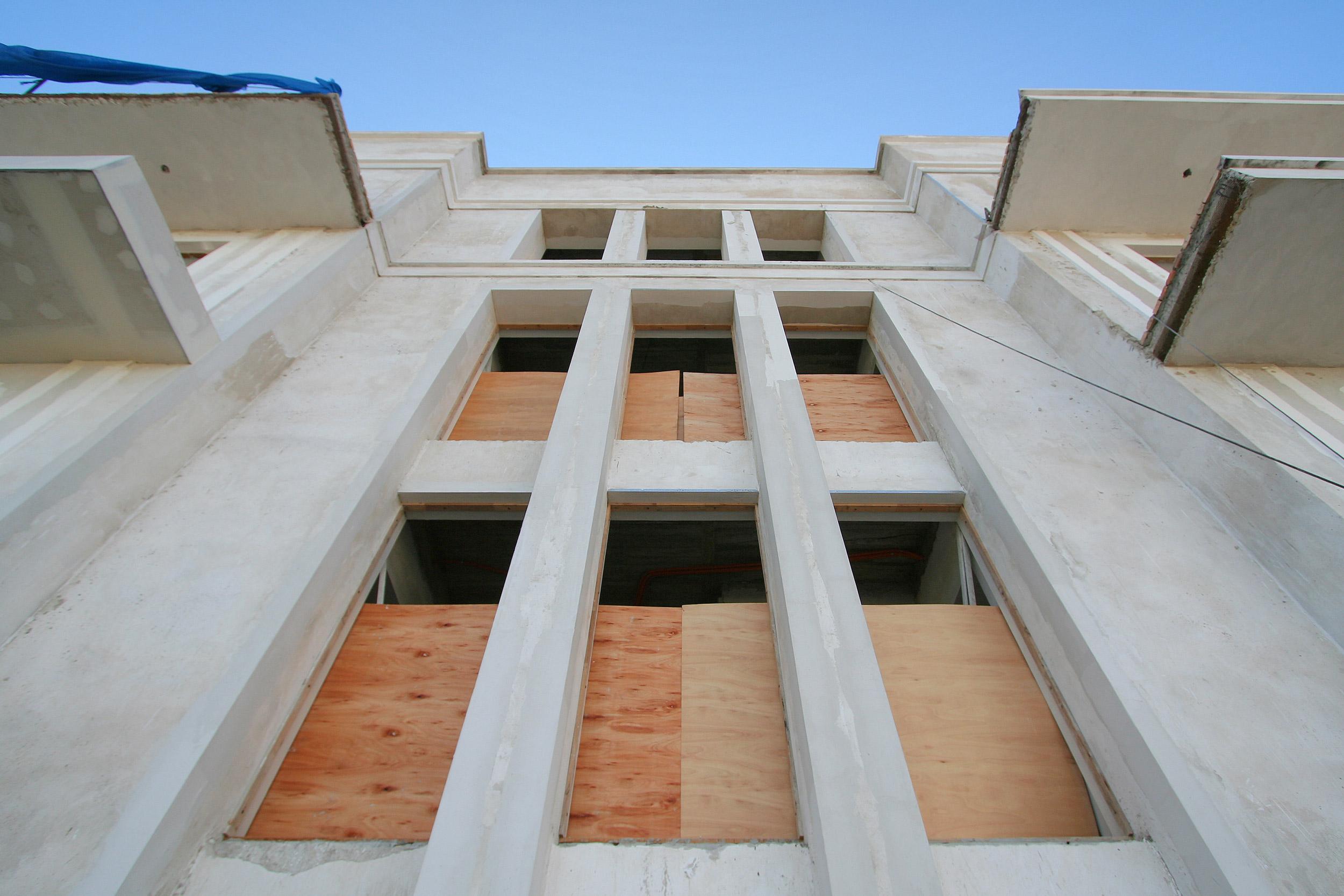 GOETHE RESIDENZEN - Neubau eines Appartementhauses mit exklusiven Wohnungen - Das Treppenhaus strukturieren Pilaster und stehende Fensterformate.