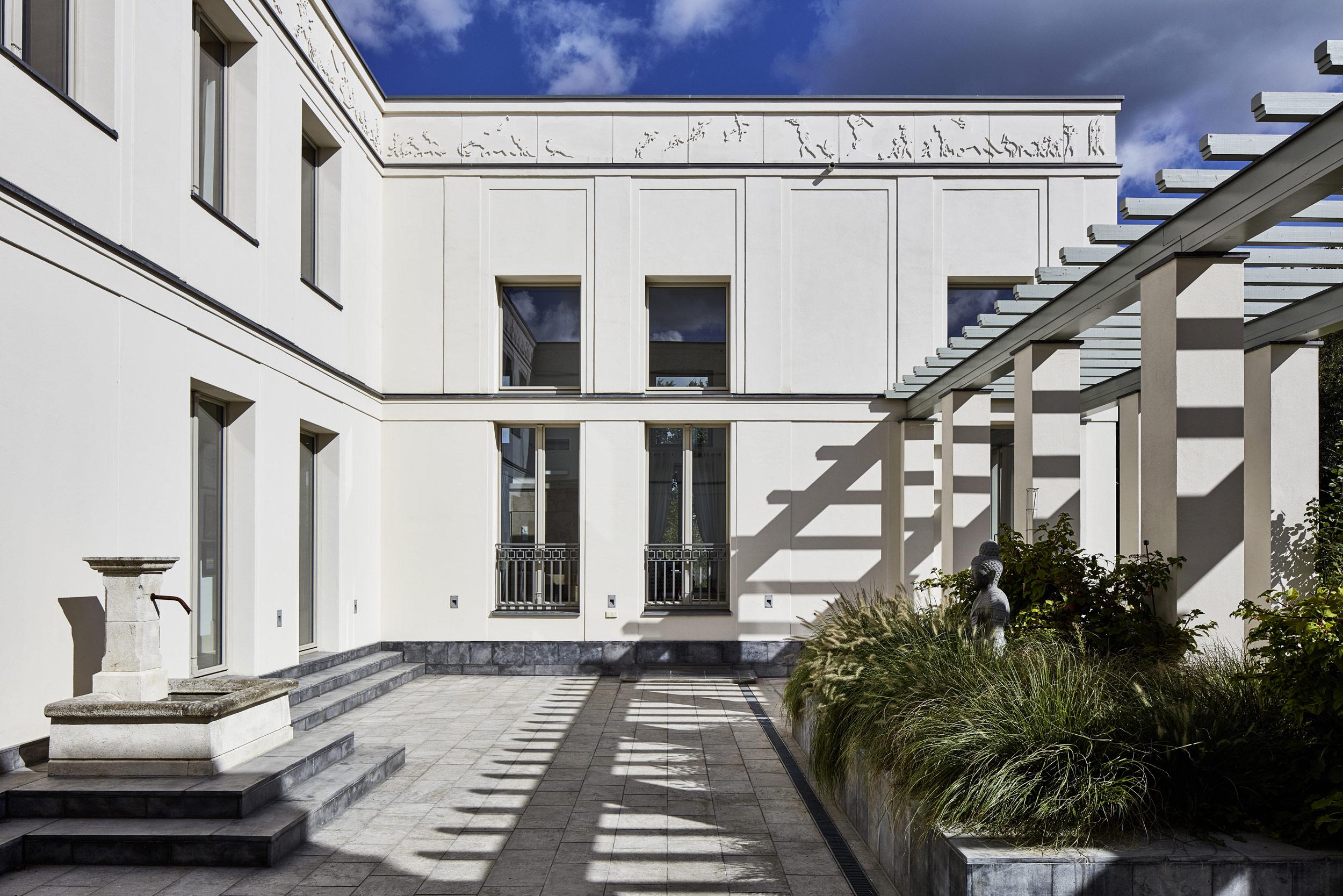 Klassik und Tradition - Mediteraner Innenhof - Er wird wie ein südländisches Patio als Chill-Out Area für die gesamte Familie benutzt.
