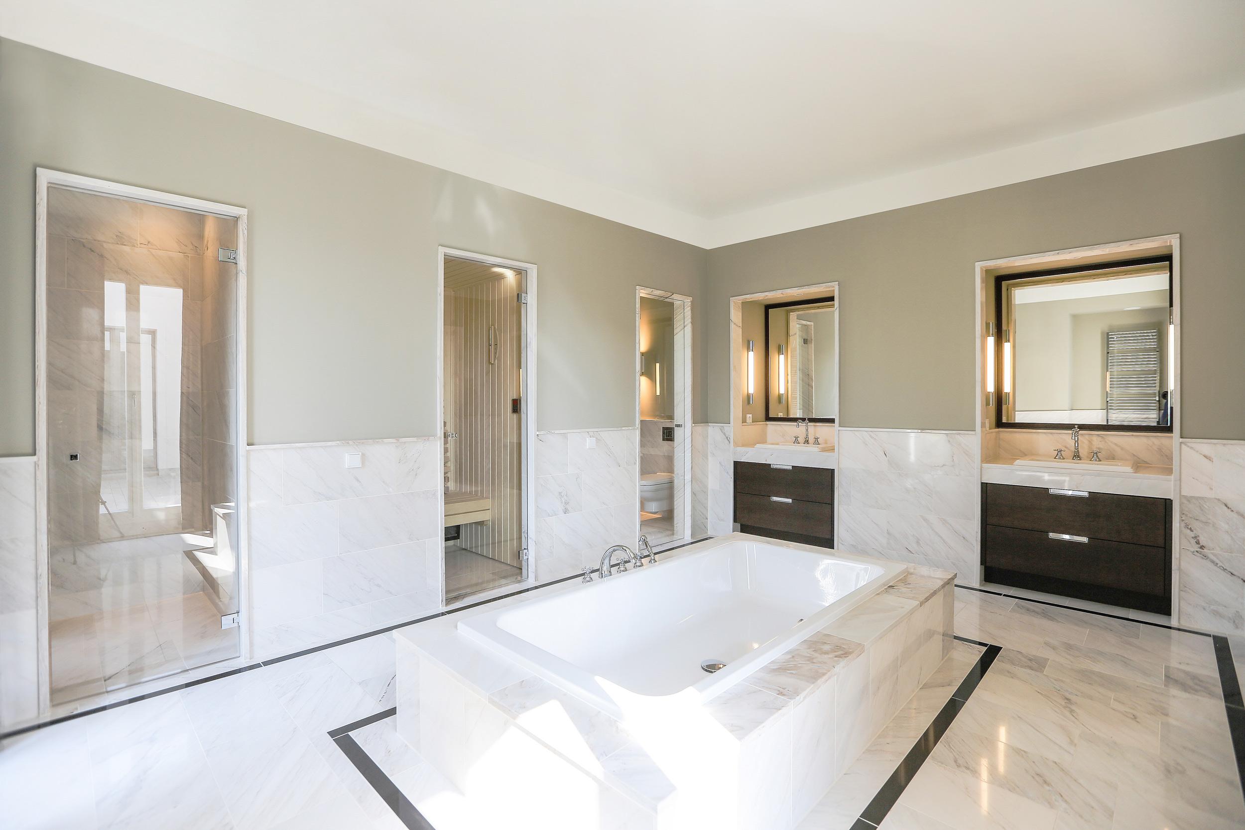 Masterbad Wellness Sauna - Neubau einer Villa im Klassik-Stil in Potsdam