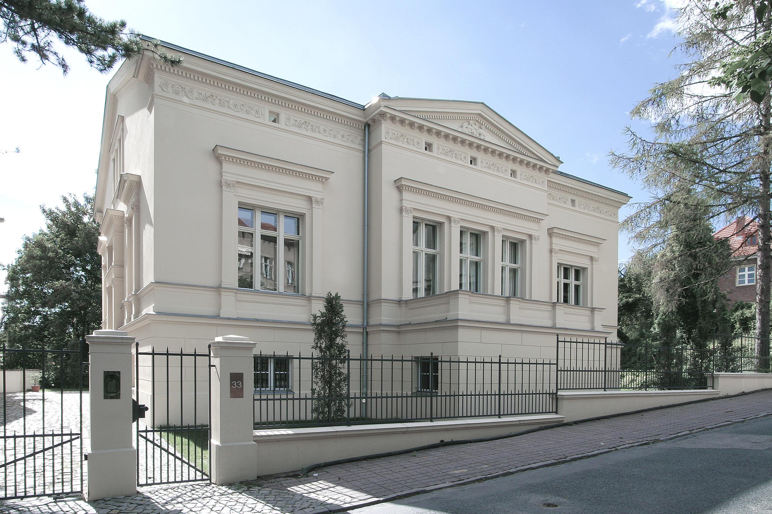 In prominenter Lage in Potsdam stellte sich die Aufgabe des Redesigns einer spätklassizistischen Villa.