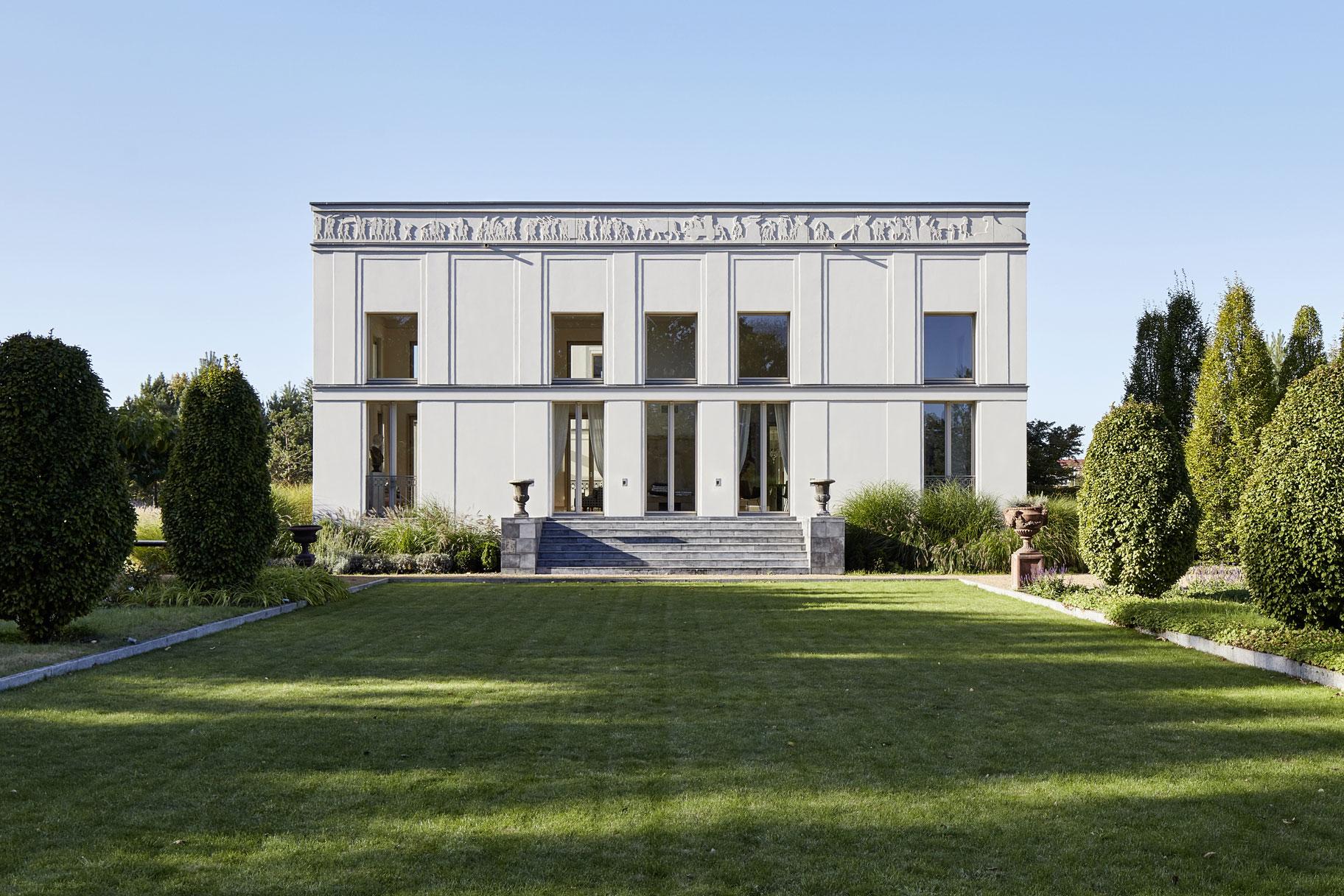 KLASSIK UND TRADITION - Neubau klassizistische Villa