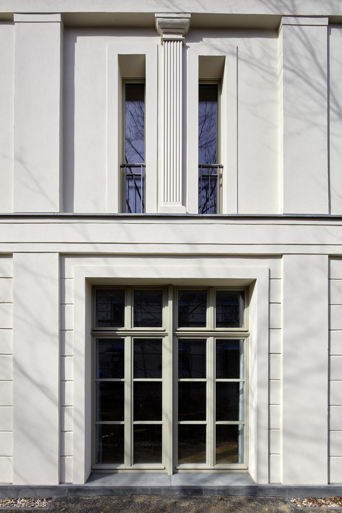 Detail profilierter Feinputz - Villa in klassisch traditionellem Baustil