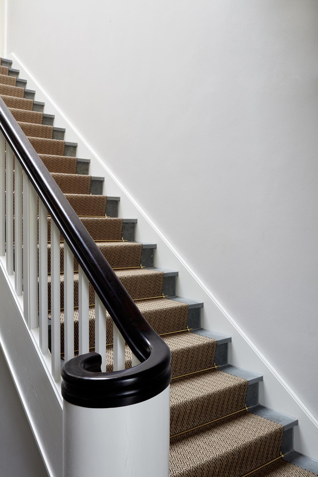 Runder Fußpunkt der Treppenanlage - Villa in klassisch traditionellem Stil