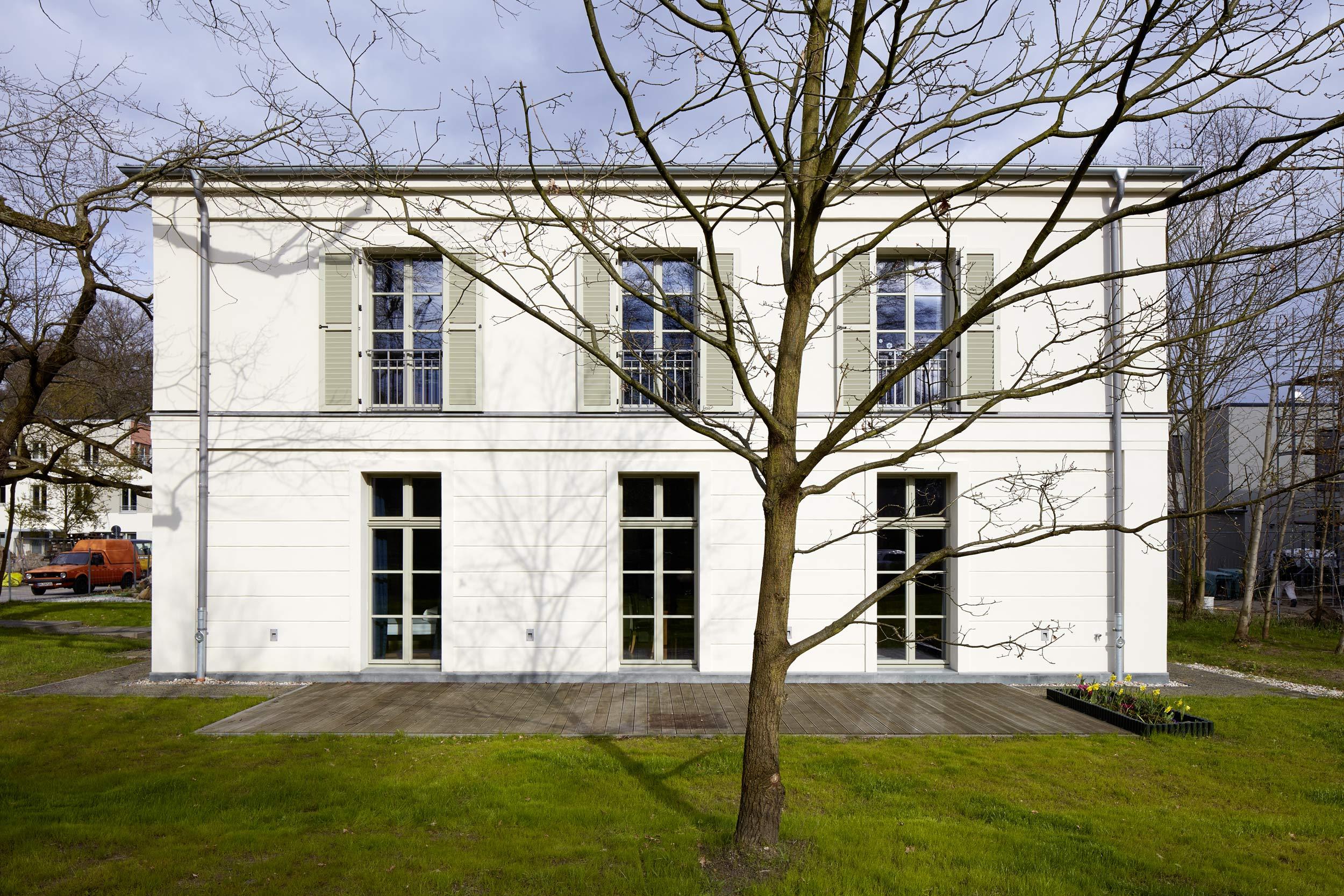 Vertikale symmetrische Fensterreihen - Klassisch traditioneller Baustil