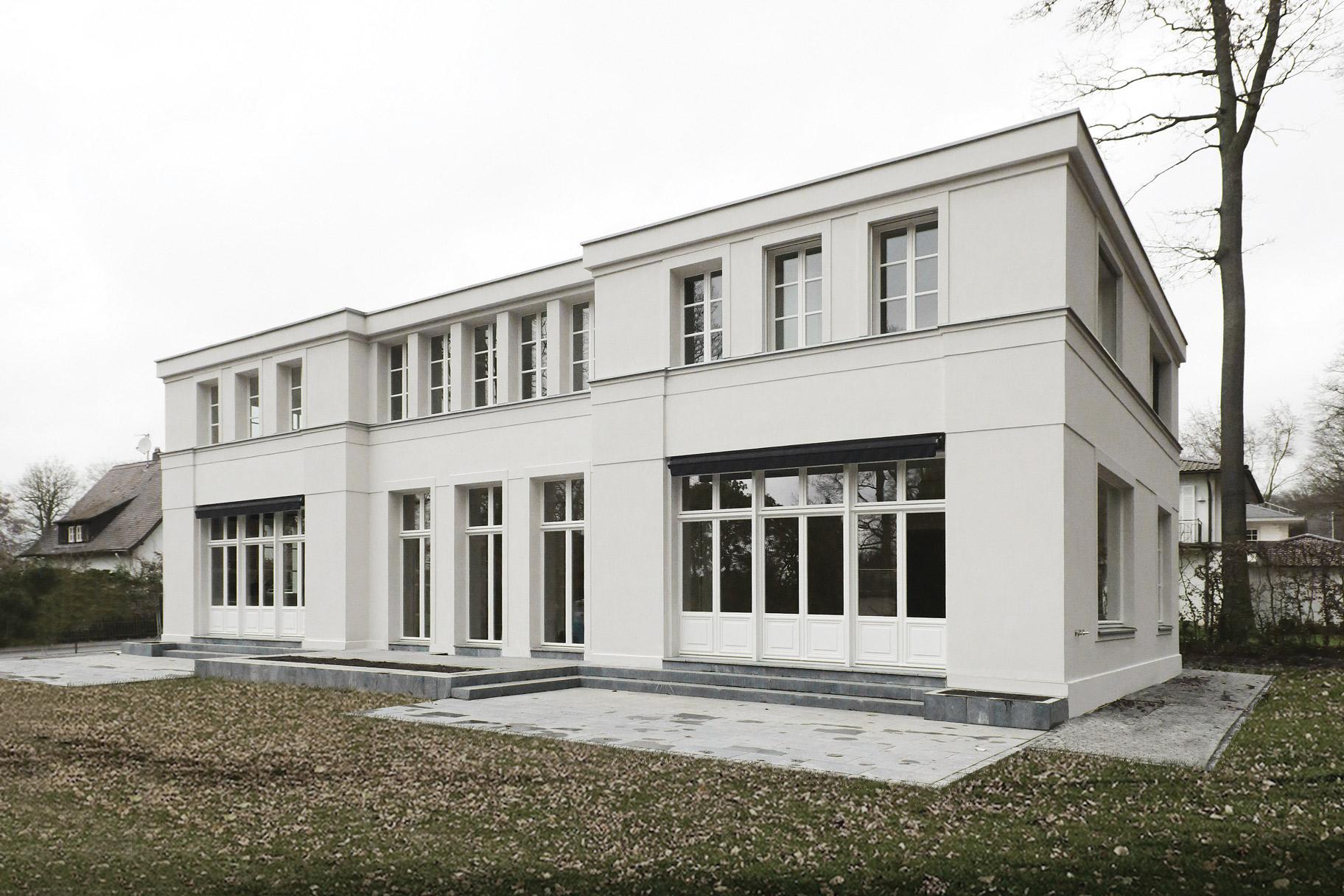 Neubau einer klassizistischen Villa - Mut zur Symmetrie