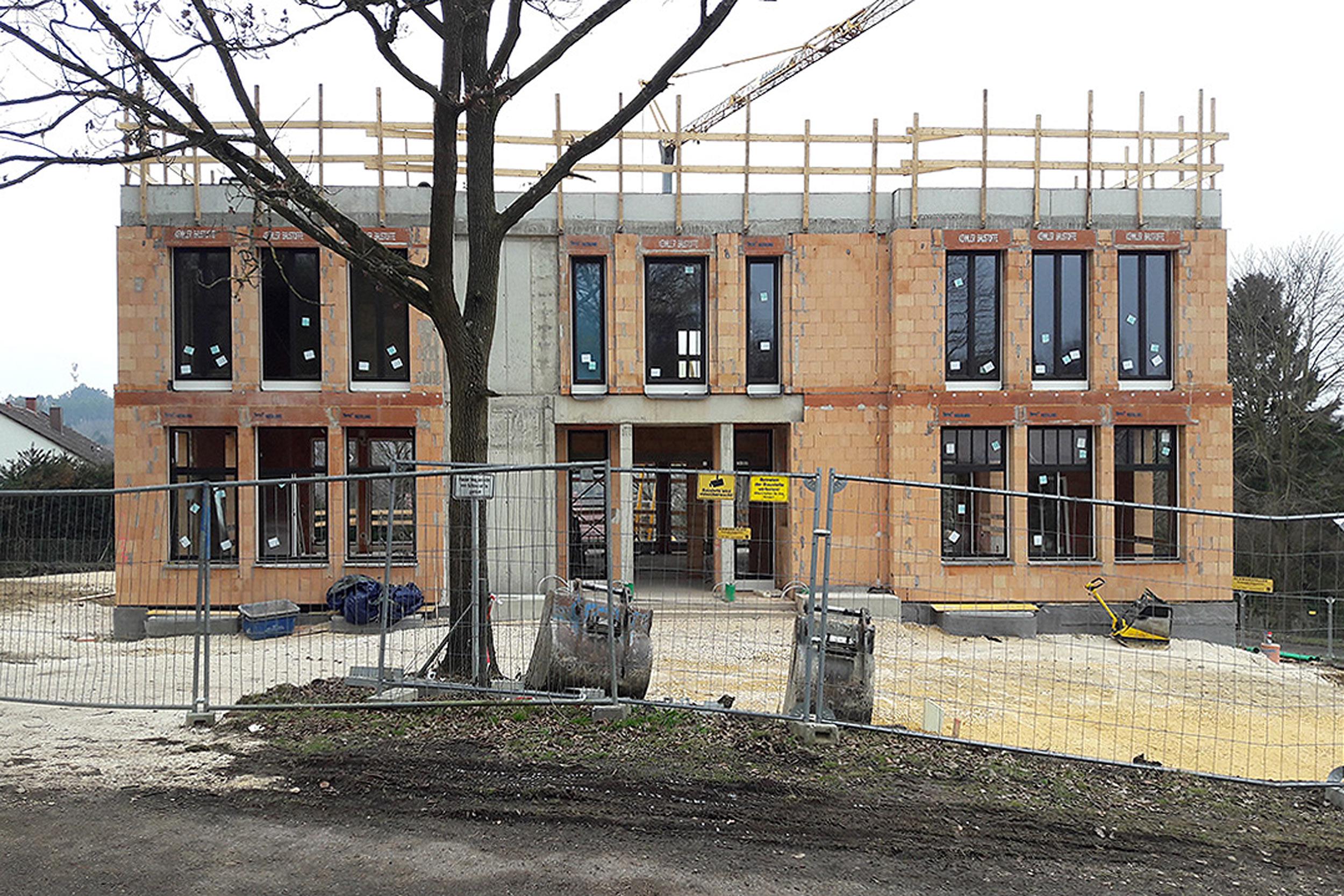 Bautenzustand der Zufahrtssituation auf die Villa