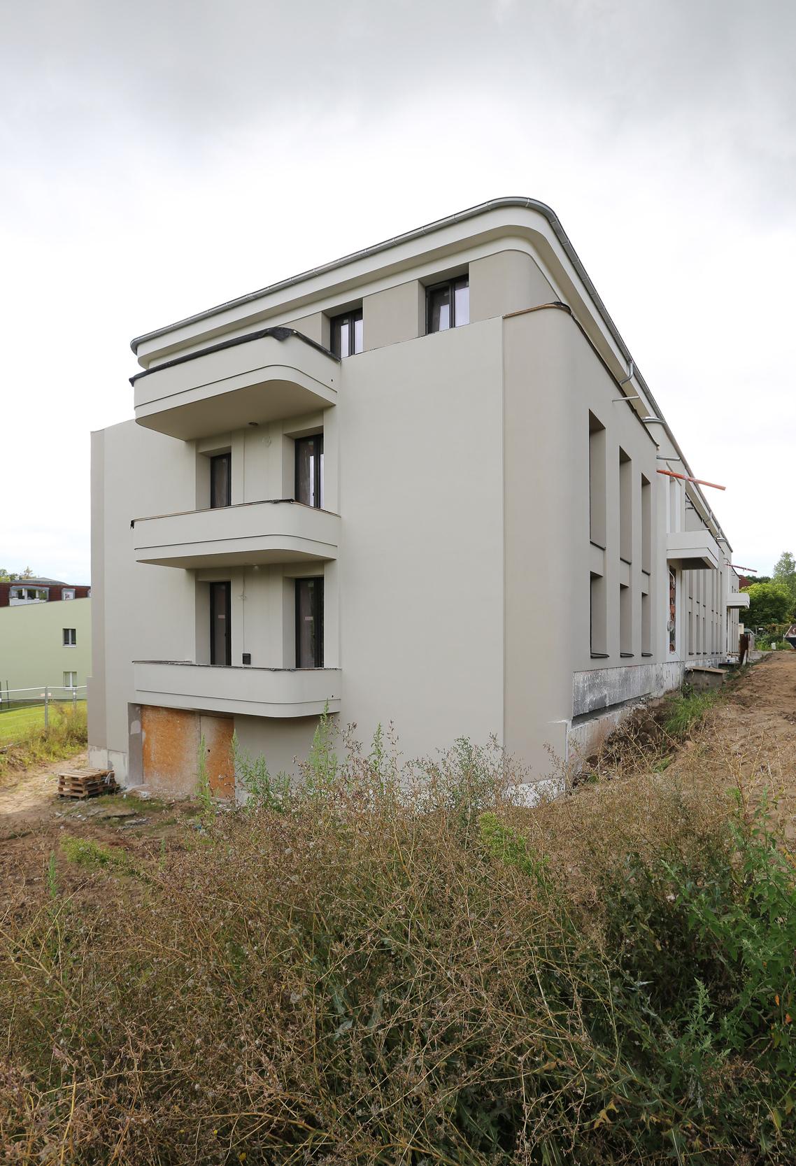 Auch auf der Stirnseite der Apartmentanlage ist freier Ausblick in die Landschaft gegeben.